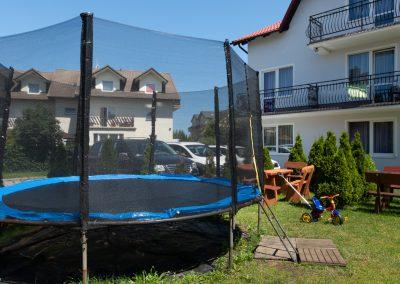 trampolina- plac zabaw